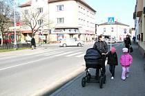 Výkopové práce a pokládka nových železobetonových rour (včetně revizních šachet) se dotknou především oblasti křižujících se ulic Hlavní s Nádražní, pod kterými protéká potok Bahno.