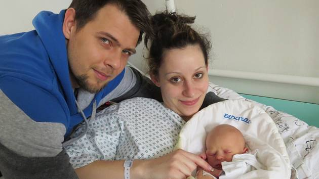 Natálie Vojtíková s rodiči, Dobrá, nar. 8. 3., 49cm, 2,93kg.  Nemocnice ve Frýdku-Místku.