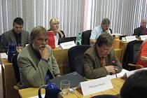 Miloslav Merta (vlevo) a Rafael Kučík kritizovali vznik nového klubu pod hlavičkou ODS. Podle nich původní klub o žádných změnách nehlasoval.