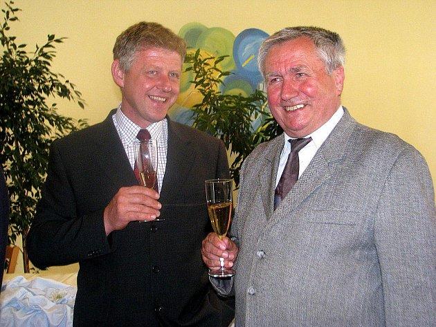 Rudolf Bilko (na archivním snímku vpravo) je opět starostou Vendryně. Na kandidátce byl na posledním místě, jenže všechny své kolegy přeskočil.