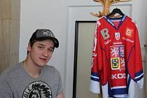Mistr světa z roku 2010, hokejový brankář Jakub Štěpánek, zavítal mezi žáky místecké 6. ZŠ.