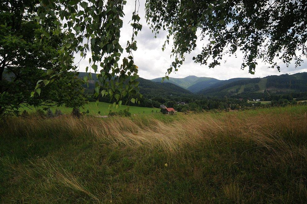 Malenovice se nachází v nádherném prostředí pod horami.