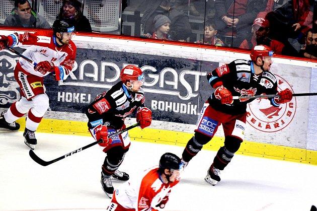 Marian Adámek (uprostřed) zažil povedený večer.