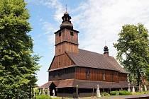 Na snímku je revitalizovaný dřevěný kostel Všech svatých v Sedlištích.