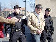 Kousek za čerpací stanicí v Novém Jičíně-Libhošti provedli policisté zákrok.