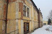 Zpustlá část zámeckého areálu v Paskově se promění v seniorské bydlení.