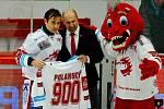 Jiří Polanský (vlevo) odehrál 900. zápas v třineckém dresu.