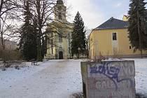 Prostor mezi kostelem sv. Jana a Pavla ve Frýdku-Místku.