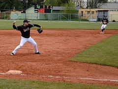 Baseballisté frýdecko-místeckého Klasiku prozatím na své první prvoligové body v letošní sezoně čekají. Naposledy neuspěli na hřišti vedoucí Hluboké nad Vltavou.