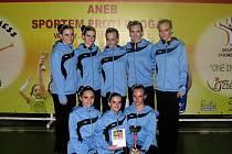 Horní řada zleva: Barbora Šustková, Sylvie Pokorná, Karina Němcová, Eva Kubalová, Jana Šimíčková. Dolní řada zleva: Klára Holasová, Tereza Papriková a Michaela Rzidka.