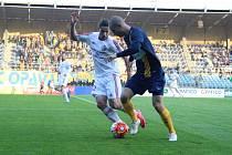 Ve slezském derby byli nakonec úspěšnější fotbalisté Třince (bílé dresy). V Opavě zvítězili 2:1.
