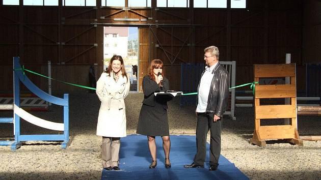 V centru Bystřice začala fungovat nová krytá jízdárna - konírna. Na snímku slavnostní otevření.