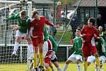 V derby byli úspěšnější fotbalisté Frýdlantu (červené dresy).