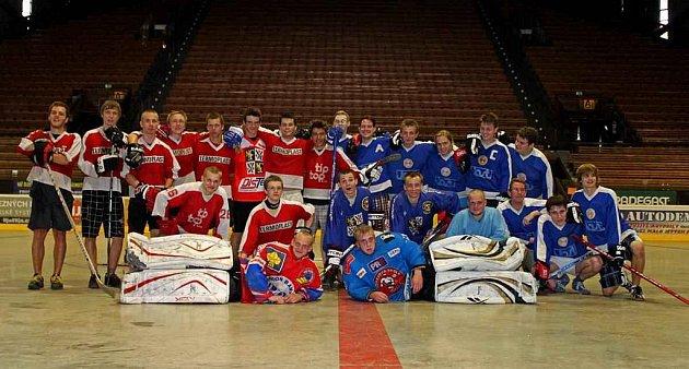 Hokejisté HC Frýdek-Místek si zpestřili letní přípravu přátelským utkáním se svými fanoušky.