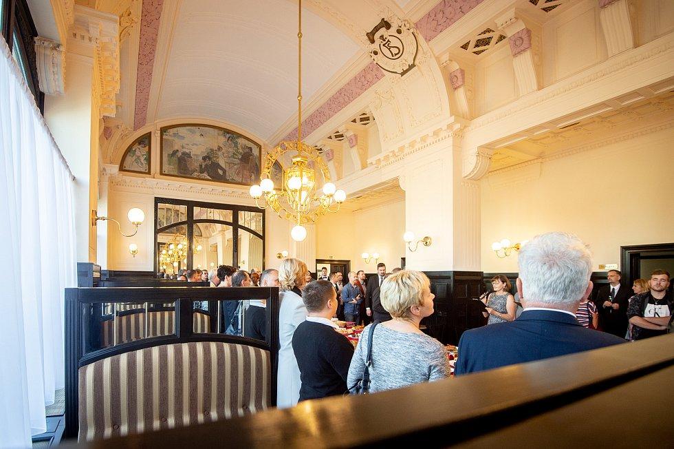 Ve Frýdku-Místku otevřeli po opravách městskou secesní kavárnu Radhošť, 22. října 2019.