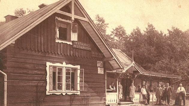 První požár, který řešili místní hasiči, byl ještě v témže roce 1929, hořela Zerembova restaurace. Zákrok byl komplikován tím, že bylo mínus dvacet stupňů Celsia, i přesto se podařilo zachránit 75 procent budovy.