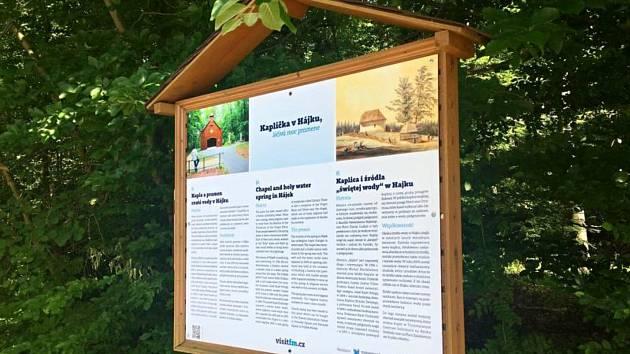 Kaplička v Hájku má novou informační ceduli.