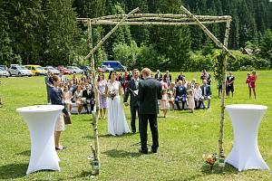 Stále větší počet novomanželů si volí obřad v beskydské přírodě.