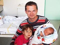 Markéta Rojíčková a sestra Kristína, Dobrá, nar. 20. 9., 49 cm, 3,32 kg. Nemocnice Frýdek-Místek.