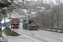 Hlavní silniční tah v Třinci-Neborech. Ilustrační snímek.