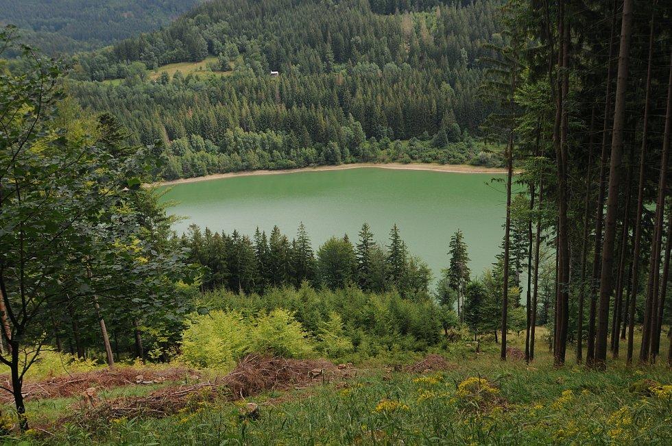 Pohled na vodní nádrž Morávku.