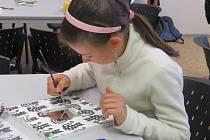 V budově Klíče se během prázdnin naučily děti vyrábět i zrcadla.