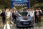 V Nošovicích oficiálně zahájili sériovou výrobu modelu Hyundai i30 nové generace. Vůz byl předtím prezentován pouze ve Frankfurtu a v Praze, k tuzemským dealerům se dostane v únoru.