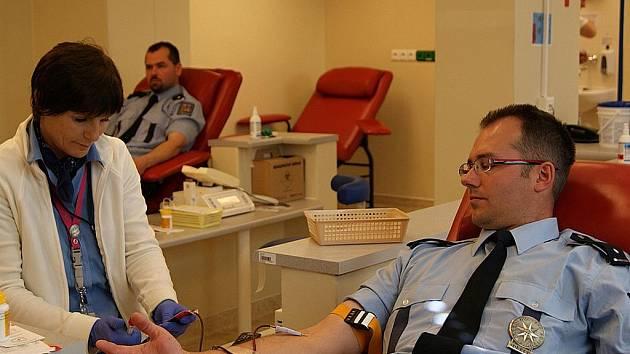 """Do celokrajské akce """"Moravskoslezští policisté darují krev"""" se zapojili i frýdecko-místečtí policisté (na snímku)."""