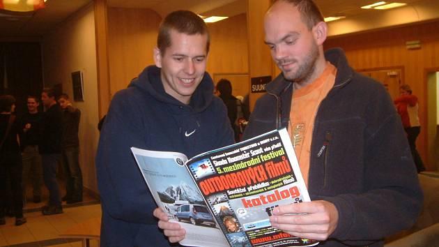 Pavel Maléna (vlevo a Jan Klimša z Frýdku-Místku se sami adrenalinovým sportům věnují, festival si proto nenechali ujít a filmy se jim moc líbily.