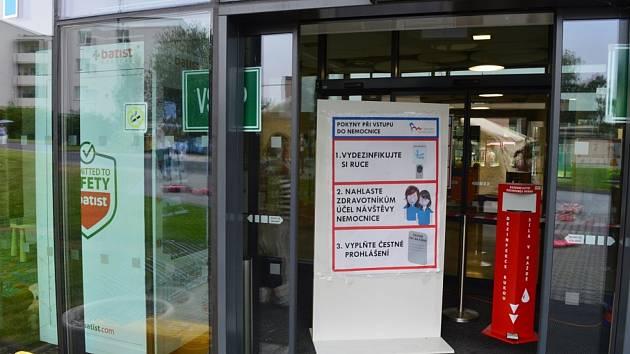 Nový rouškomat je v nemocnici ve Frýdku-Místku.