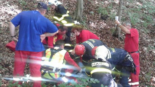 Zásah záchranářů u zraněného muže.