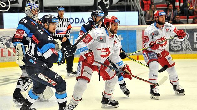 Oceláři (v bílém) si ve třetím finále poradili s Libercem.