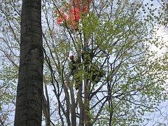 Záchrana polského paraglidisty v Beskydech.