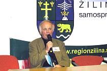 Zástupce Literárního klubu Petra Bezruče Frýdek-Místek Jiří Figura referuje o činnosti klubu.