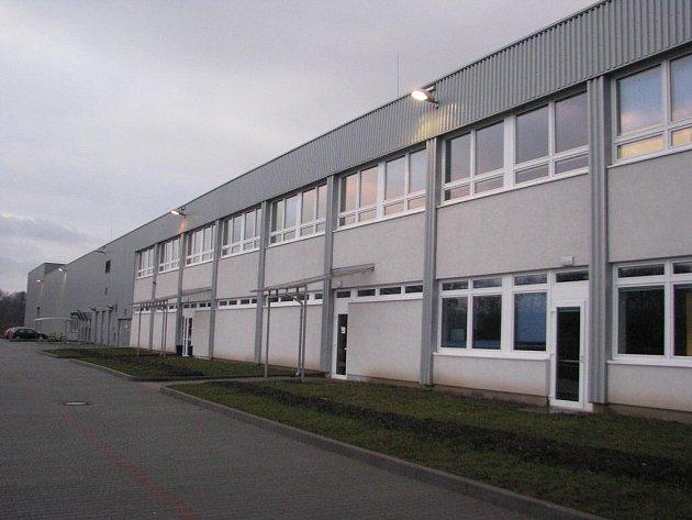 Jedna z výrobních hal v třinecké průmyslové zóně.