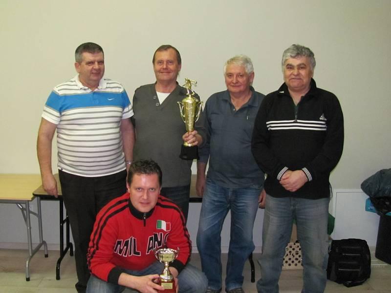 Tým funkcionářů OFS Frýdek-Místek skončil v bowlingovém turnaji první.