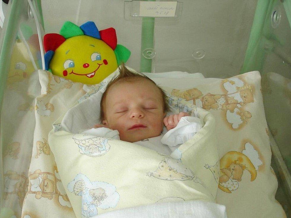 Mirek Jonáš, nar. 9.5., 48 cm, 2,90 kg, nemocnice Frýdek-Místek.