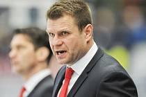 Trenér Václav Varaďa povede hokejisty Třince do bojů v play-off. Oceláři hrají první dva zápasy v úterý a ve středu doma.