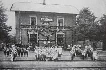 Kunčické děti očekávají průjezd pana prezidenta 25. června 1924.