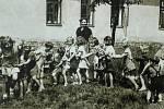 ZAČÁTKY sviadnovské mateřské školy. Zřízena byla v květnu roku 1947 a ve své době to byla událost.