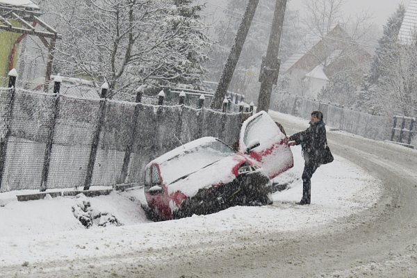 Dopravní komplikace kvůli sněžení na Frýdecko-Místecku.