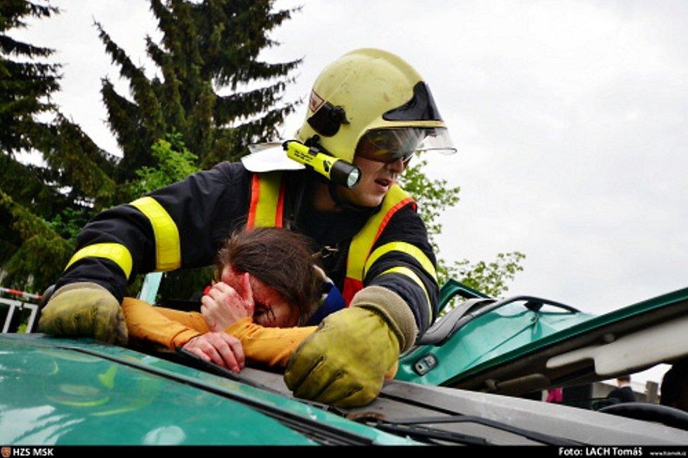 Cvičení složek IZS při hromadné dopravní nehodě ve Frýdku-Místku.