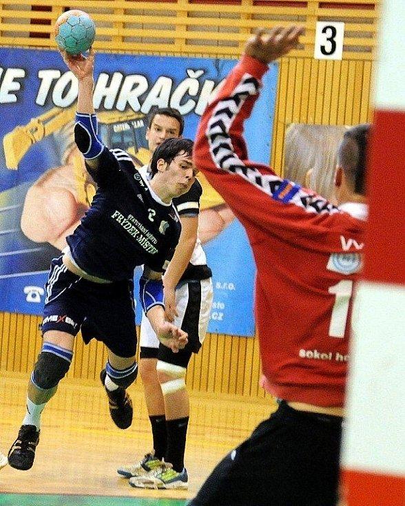 Házenkáři SKP Frýdek-Místek udělali rázný krok k záchraně extraligové soutěže, když v domácím prostředí zdolali Přerov o 11 branek.