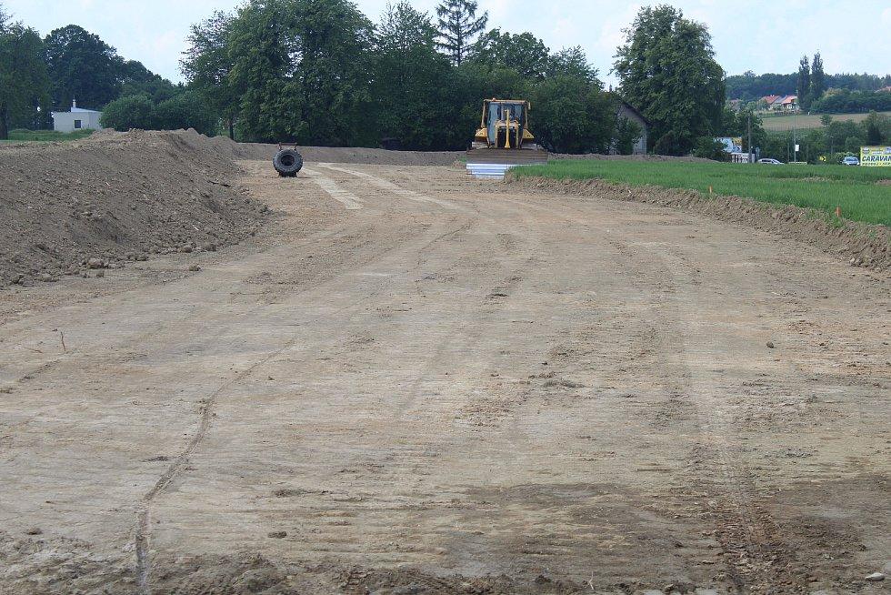 První stavební práce poblíž přehrady Olešná.