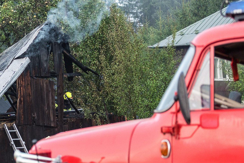 Požár kůlny ve Starých Hamrech.