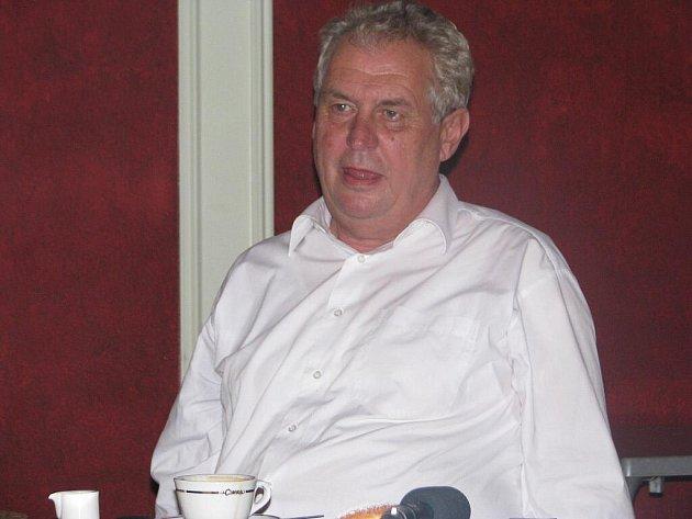Do Frýdku-Místku ve středu 6. října zavítal expremiér Miloš Zeman.