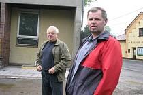 Bedřich Čmiel (vpravo) a jablunkovský místostarosta Stanislav Jakus na snímku z května 2010.