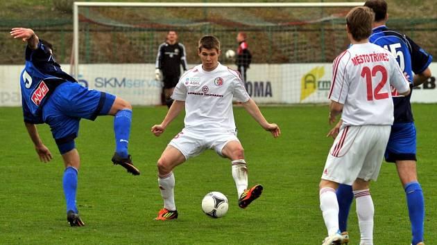 Fotbalisté Třince (bílé dresy) v utkání s Ústím nad Labem.