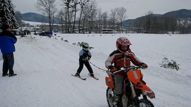 V Kozlovicích se v neděli 17. ledna jely závody v motoskjöringu, zimním motokrosu a na čtyřkolkách.