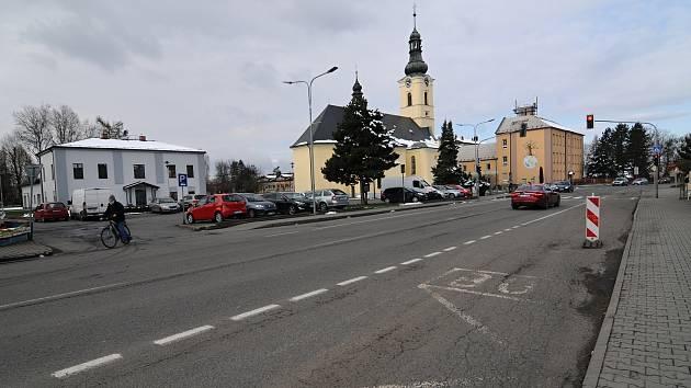 Centrum obce s kostelem sv. Jiří.